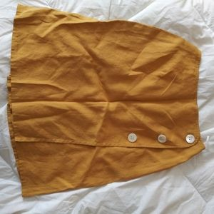 Linen skirt with pockets and button accents
